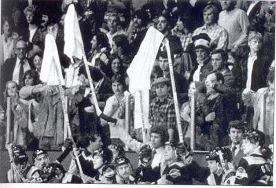 Slavný rok 1982, kdy byl vynalezen první bílý ručník