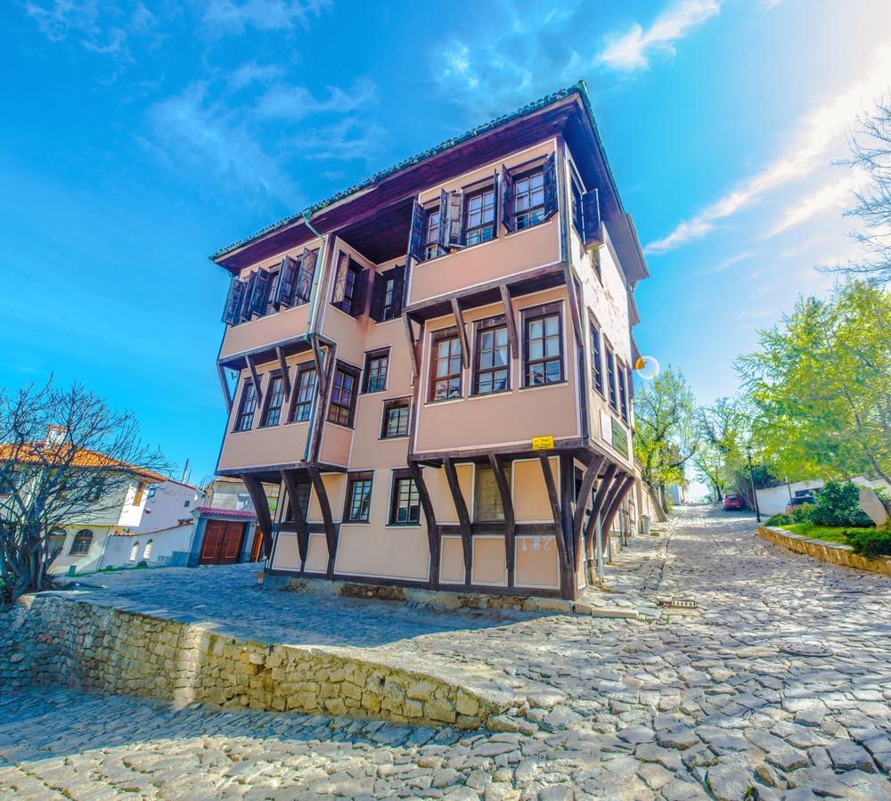 Plovdiv - typický příklad tradiční architektury, kdy přízemí je vždycky menší než horní patro…