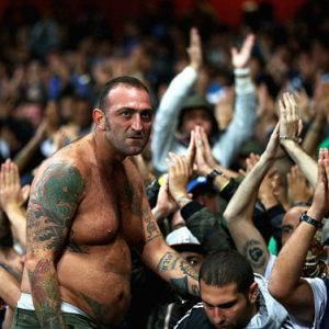 Fotbaloví fanoušci se v Itálii nazývají \