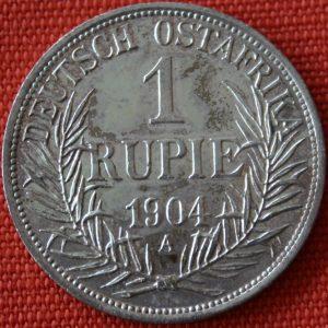 Pro cizince je nelegální vyvézt indickou měnu (rupie) ze země.