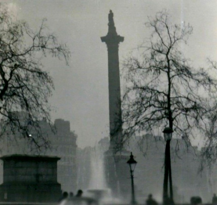Nelson's_Column_during_the_Great_Smog_of_1952