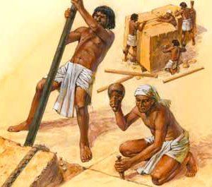 Egyptští dělníci byli za stavbu pyramid placeni v kočičím zlatě.