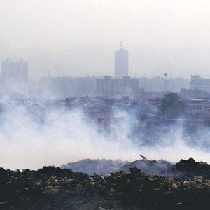 Dýchat vzduch v indické Bombaji jeden jediný den znamená to samé, jako vykouřit 100 cigaret.