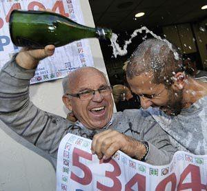 V roce 2011 vsadilo malé španělské městečko, které bylo na pokraji finančního krachu, v největší loterii na světě. A vyhráli.