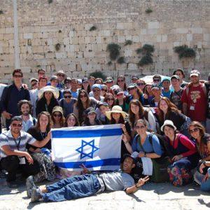 Všichni židé ve věku 18 až 26 let mají nárok na bezplatný desetidenní výlet do Izraele.