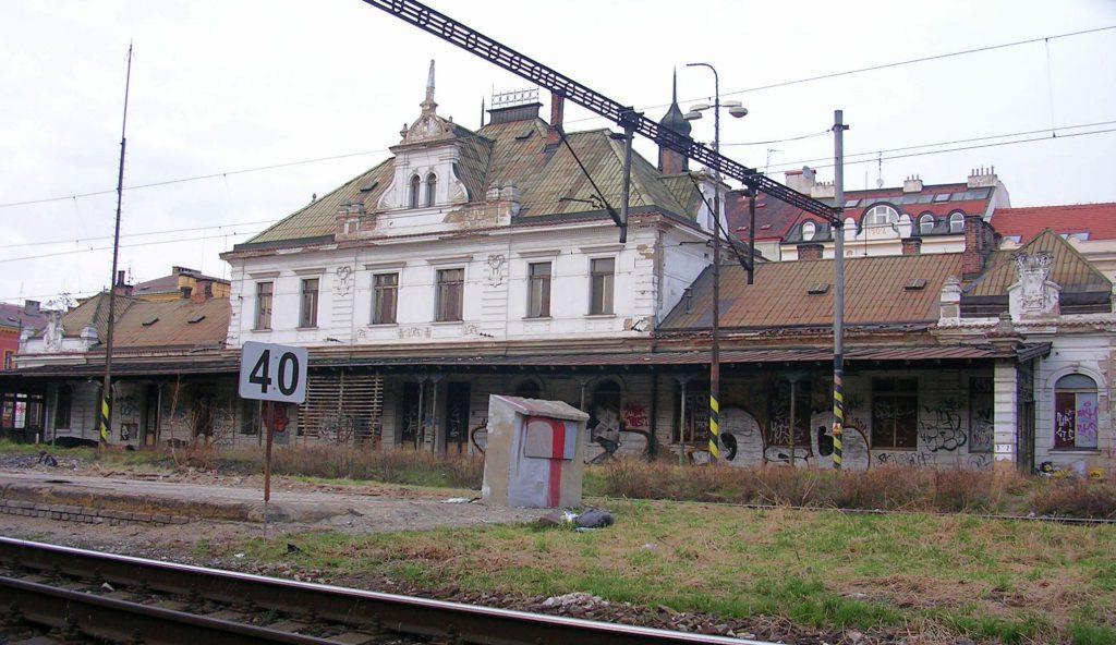 Nádraží_Praha-Vyšehrad_od_Vnislavovy_z_jihu_wiki