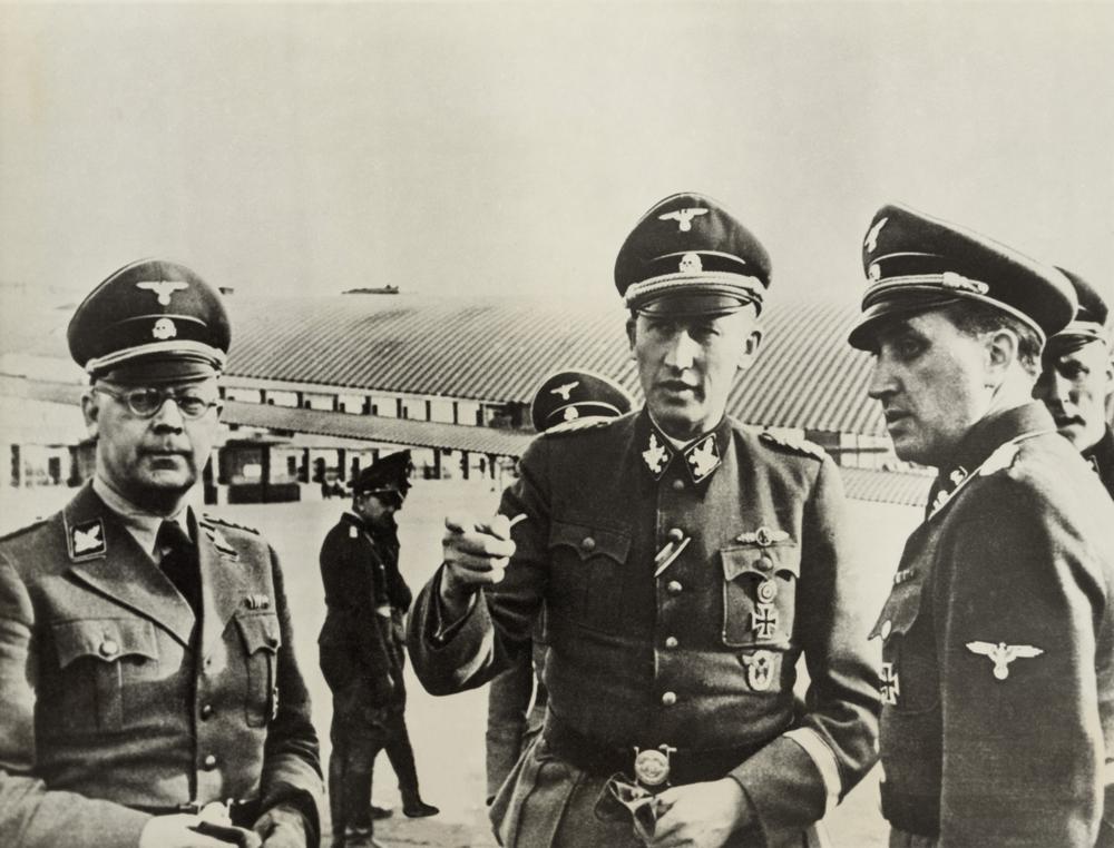 Himmler osobně. Vlevo.