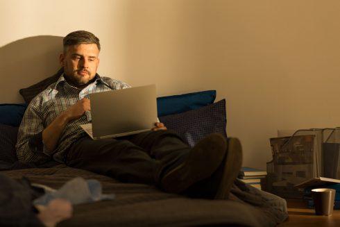 Mladí jsou lapeni v sociálních sítích a čím dál osamělejší, tvrdí vědci. Mají pravdu?