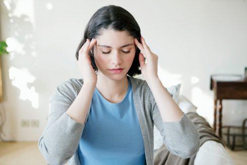 Migrénou trpí více žen než mužů. Dokáže měnit i strukturu mozku