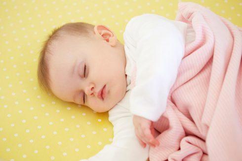 Jak naučit novorozence spát a nezešílet? Pět tipů pro zdravý mimi spánek