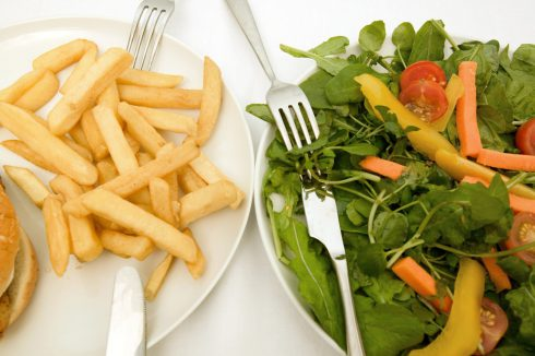 Ve fast foodech jsou problematické i saláty, říká odbornice. Dá se najíst zdravě a rychle?