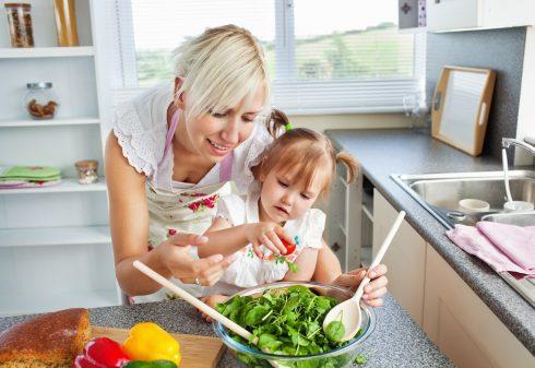 Proč naučit děti vařit? Jídlem proti depresi i ADHD