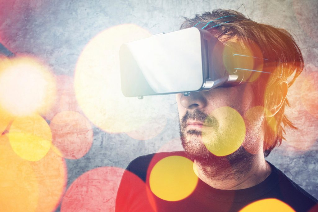 95ca6662e Pojem virtuální realita vnímá každý trochu jinak. Jak byste ji sám za sebe  definoval? Definic je celá řada. Já se většinou opírám o tu spojenou s  vědou ...