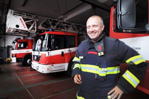 """""""Jednou hořelo v sexshopu. U stropu měli latexové kukly, které se dotýkaly bodovek,"""" říká tiskový mluvčí pražských hasičů."""