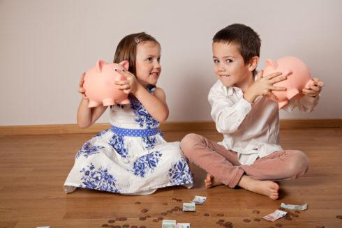 Jak dětem vysvětlit, že peníze nerostou na stromech?