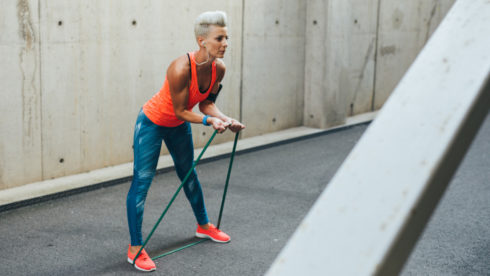 Cvičení s elastickými popruhy: nohy, paže a břišní svaly