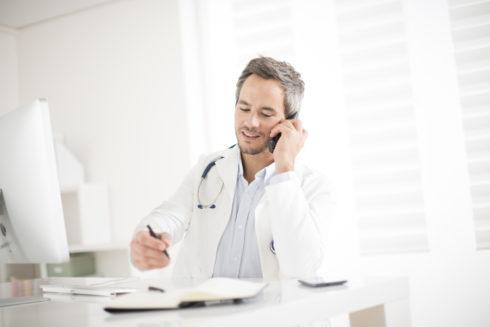 Zdraví po telefonu: zásadní trend, nebo doplněk tradiční péče?
