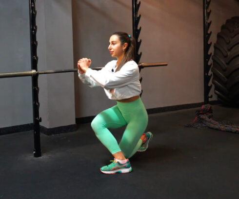 Cvičte výpady pro pevné nohy, hýždě istřed těla